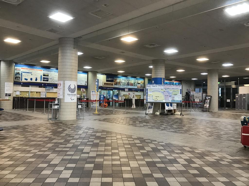8時50分の竹芝ターミナル。まだ閑散としている。