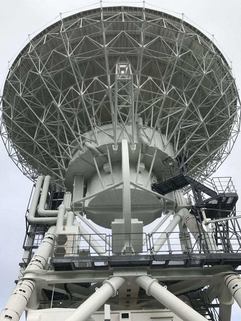 国立天文台VERA パラボラアンテナ背面